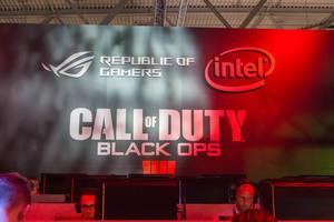 Besucher spielen Call of Duty Black Ops 4 auf der Gamescom