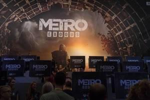 Besucher spielen Metro Exodus