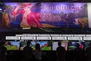 Besucher spielen One Piece World Seeker auf der Gamescom