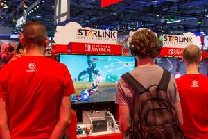 Besucher spielen Starlink: Battle for Atlas auf der Nintendo Switch