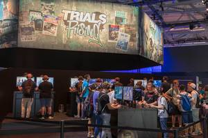 Besucher spielen Trials Rising auf der Gamescom