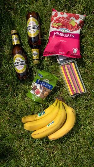 Bier, Soft-Feigen, Bananen, Himbeeren und Lakritz