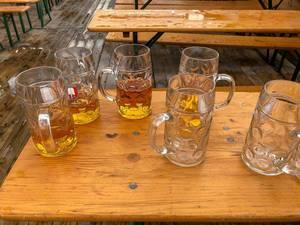 Bierverschwendung auf dem Oktoberfest