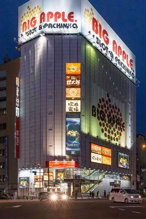 Big Apple: Slot & Pachinko  at night