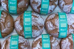 Bio-Brot: klassisches, rundes Laib Brot aus der Sicht von oben