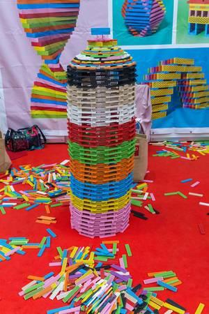 BioBio Stapelspiel: großer, aufgebauter Turm auf der Spiel in Essen