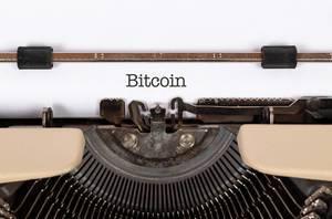 Bitcoin mit einer alten Schreibmaschine geschrieben