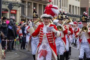 Blasorchester der Roten Funken beim Rosenmontagszug - Kölner Karneval 2018