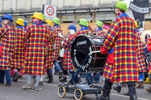 Blasorchester M.C. Kapelle Köln beim Rosenmontagszug - Kölner Karneval 2018