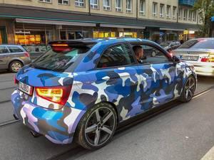 Blau Weiß Schwarzen Audi A1 in Urban-Tarnmuster