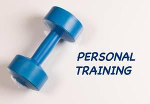 """Blaue Hantel vor weißem Hintergrund, mit dem Text """"Personal Training"""""""
