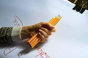 Bleistifte in einer Hand