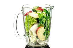 Blender with ingredients for smoothies (Flip 2020)