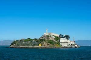 Blick auf die ehemalige Gefängnisinsel und heutige Touristenziel Alcatraz in San Francisco, Kalifornien