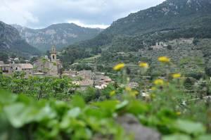 Blick auf die Gemeinde Valldemossa auf Mallorca