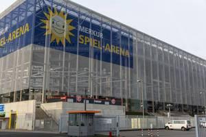 Blick von außen auf Fußballstadion Merkur Spiel-Arena in Düsseldorf, Deutschland