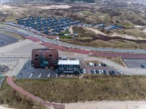 Blick von oben auf Gebäude des Campingparks Qurios in Bloemendaal, Niederlande