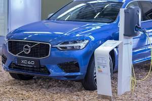 Blue Volvo XC60 phev charging