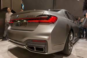 BMW 7er-Reihe: Heckansicht des BMW M760Li xDrive mit V12-Power