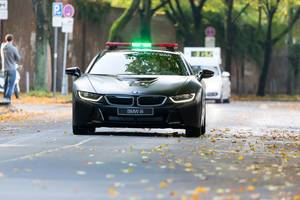 BMW i8 safety car in front of the leading vehicle - Cologne Marathon 2017