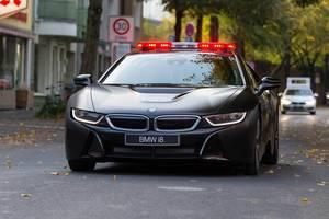 BMW i8 Safety-Car vor dem Führungsfahrzeug - Köln Marathon 2017