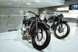 BMW Motorräder der 40er Jahre ausgestellt im BMW Museum München