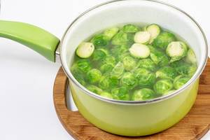 Boiled healthy Brussel Sprouts in the bowl (Flip 2019)