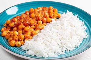 Boiled rice and chickpeas in tomato sauce