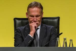 Borussia Dortmund Geschäftsführer Hans-Joachim Watzke vor gelben Hintergrund bei der BVB-Jahreshauptversammlung in Dortmund