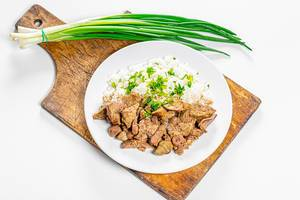 Braised chicken liver with hearts and boiled rice with fresh onion and parsley