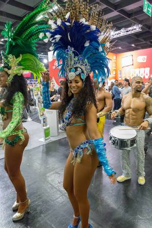 Brasilianische Karneval-Tänzerinnen - FIBO Köln 2018
