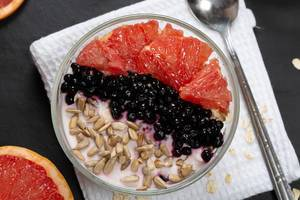 Breakfast oatmeal with yogurt, grapefruit, black elderberry and sunflower seeds