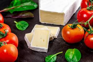 Brie cheese with herbs and cherry tomatoes (Flip 2019)