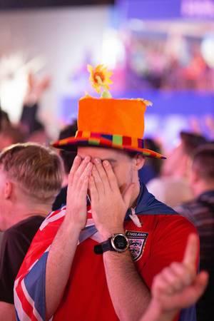 Britischer Fußballfan mit blank liegenden Nerven