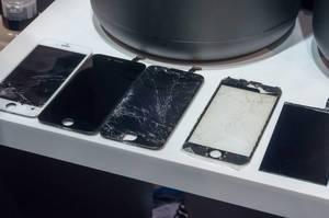Broken iPhone displays at IFA Berlin 2018