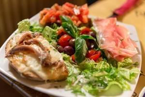 Bruschetta con sardine, proscciutto e pomodoro presso Mimi e Coco a Roma