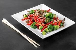 Brussels sprouts, sliced mushrooms and bell peppers with sesame seeds on a black background (Flip 2019)