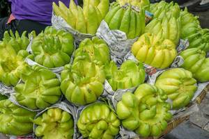 Buddhas Hand Früchte werden an einem Stand auf den Straßen Hanois verkauft