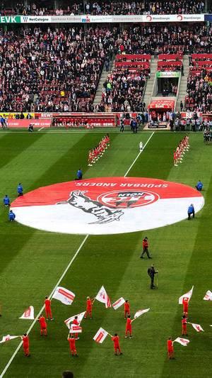 Bundesliga-Spiel 1.FC Köln - Bayern München im Rhein-Energie-Stadion in Köln: das Programm auf dem Platz kurz vor dem Spiel