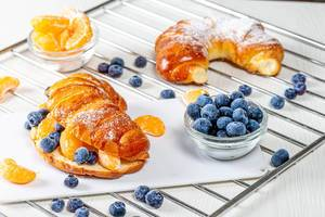 Buns with blueberries and Mandarin slices (Flip 2019)