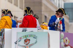 Bunt gekleidet als Kapitän - Kölner Karneval 2018