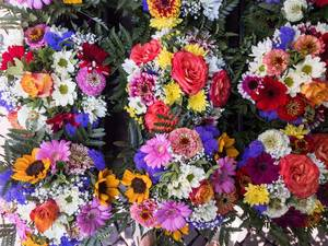 Bunte Blumensträuße