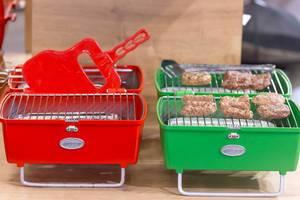 Bunte Mini-Grills für ein bis zwei Personen