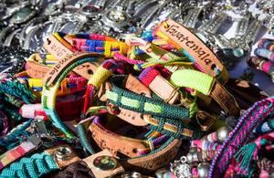 Bunte Souvenier-Armbänder aus Guatemala
