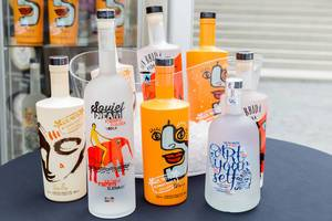 Bunte Vodka-Flaschen