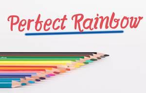 """Buntstifte vor weißem Hintergrund mit rotem """"Perfect rainbow"""" Text"""