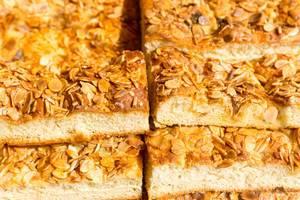 Butter-Mandelkuchen mit extra großen Mandelsiften
