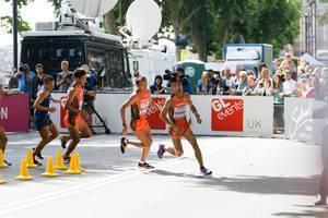Byambajav Tseveenravdan und weitere Läufer (Marathon Finale) bei den IAAF Leichtathletik-Weltmeisterschaften 2017 in London