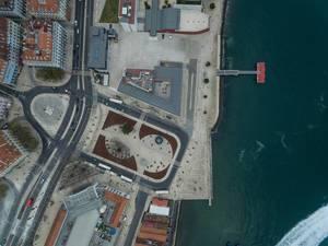 Cais do Sodré und die Europäische Beobachtungsstelle für Drogen und Drogensucht in Lissabon, Portugal (Drohnenfoto)