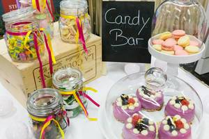 Candy Bar mit vielen Süßigkeiten